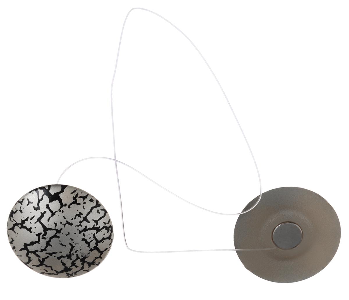 Клипсы магнитные для штор SmolTtx Трещины, с леской, цвет: серебристый, черный, длина 33,5 см, 2 шт544091_3ЕМагнитные клипсы SmolTtx Трещины предназначены для придания формы шторам. Изделие представляет собой соединенные леской два элемента, на внутренней поверхности которых расположены магниты. С помощью такой клипсы можно зафиксировать портьеры, придать им требуемое положение, сделать складки симметричными или приблизить портьеры, скрепить их. Следует отметить, что такие аксессуары для штор выполняют не только практическую функцию, но также являются одной из основных деталей декора, которая придает шторам восхитительный, стильный внешний вид. Длина клипсы (с учетом лески): 33,5 см. Диаметр клипсы: 3,5 см.