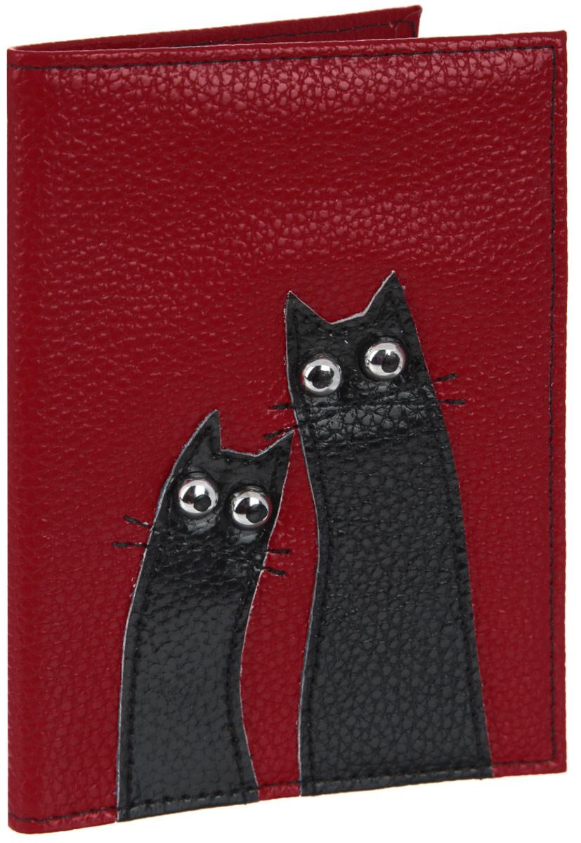 Обложка для паспорта женская Cheribags, цвет: красный, черный. OP-18-1OP-18-1Оригинальная обложка для паспорта Cheribags выполнена из натуральной кожи с зернистой фактурой и оформлена аппликацией из кожи в виде забавных котиков. Изделие раскладывается пополам. Внутри расположены два накладных кармана из пластика. Обложка для паспорта Cheribags поможет сохранить внешний вид ваших документов и защитить их от повреждений, а также станет стильным аксессуаром, который подчеркнет ваш образ.