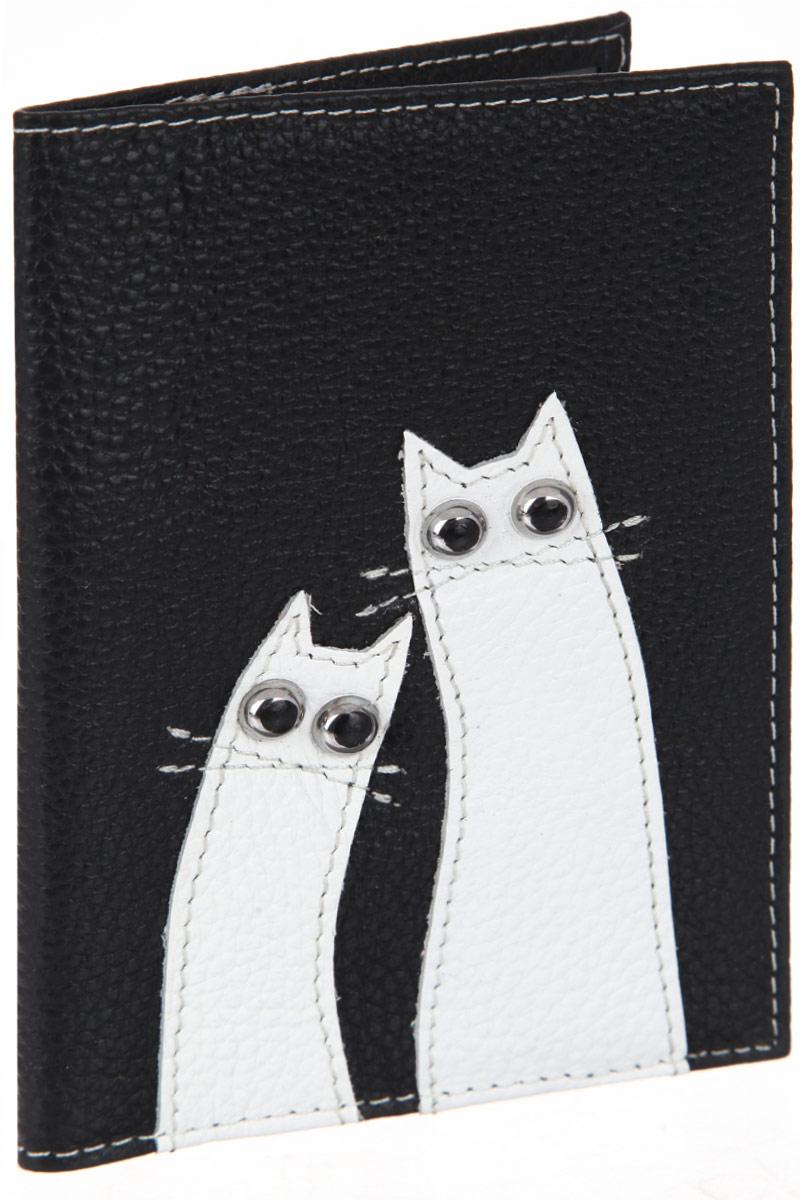 Обложка для паспорта женcкая Cheribags, цвет: черный, белый. OP-18OP-18Оригинальная обложка для паспорта Cheribags выполнена из натуральной кожи с зернистой фактурой и оформлена аппликацией из кожи в виде забавных котиков. Изделие раскладывается пополам. Внутри расположены два накладных кармана из пластика. Обложка для паспорта Cheribags поможет сохранить внешний вид ваших документов и защитить их от повреждений, а также станет стильным аксессуаром, который подчеркнет ваш образ.