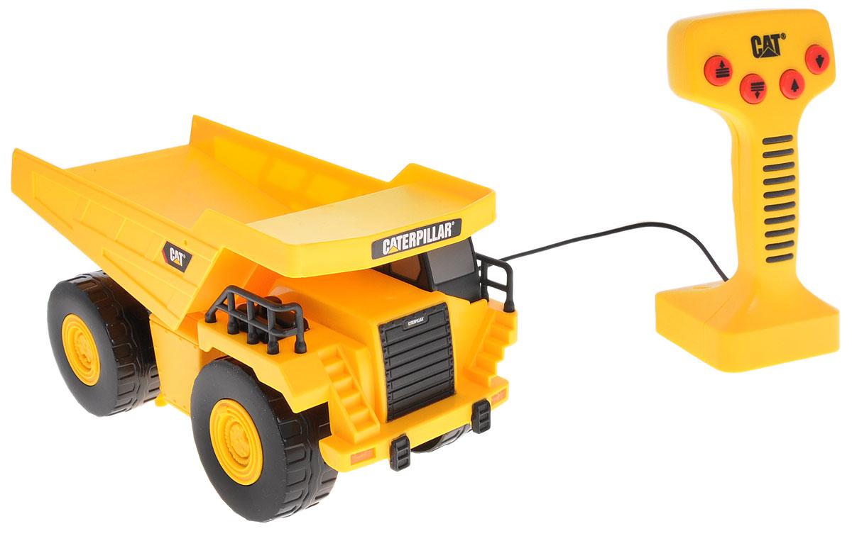 Toystate Самосвал на дистанционном управлении Cat36611TS-R_желтыйСамосвал Toystate Cat на дистанционном управлении понравится любому мальчишке. Он выполнен из прочного яркого пластика и оснащен подъемным механизмом кузова. Самосвал управляется с помощью пульта с 8 кнопками. Пульт присоединен к машине с помощью провода; движение игрушки осуществляется только на расстояние, равное длине провода. При нажатии на кнопки, самосвал движется вперед/назад, поднимает и опускает кузов. Ваш ребенок будет в восторге от такого подарка! Рекомендуется докупить 3 батарейки напряжением 1,5V типа АА (товар комплектуется демонстрационными).