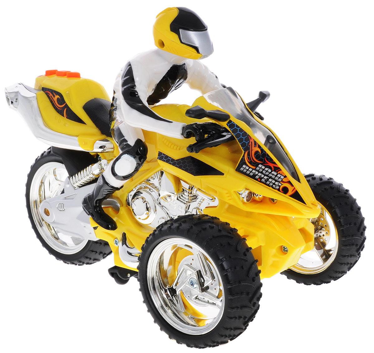 Toystate Трицикл на радиоуправлении Road Rippers37025TS_желтыйТрицикл Toystate непременно понравится любому маленькому гонщику. Игрушка выполнена из прочного безопасного пластика с элементами металла. Радиоуправляемый трицикл со световыми и звуковыми эффектами. Трицикл может ехать как вперед и назад, так вправо и влево. У него мигают фары, и звучит мотор. Ваш ребенок почувствует себя настоящим маленьким гонщиком! При нажатии на кнопу, расположенную на сиденье, воспроизводятся различные звуки, а также загораются фары. Яркий, реалистичный, выполненный с вниманием к деталям, станет отличным дополнением к автопарку вашего малыша! Ваш ребенок часами будет играть с такой игрушкой, придумывая различные истории и устраивая соревнования. Порадуйте его таким замечательным подарком! Для работы трицикла рекомендуется докупить 4 батарейки ААА, для работы пульта - 3 батарейки ААА (товар комплектуется демонстрационными).