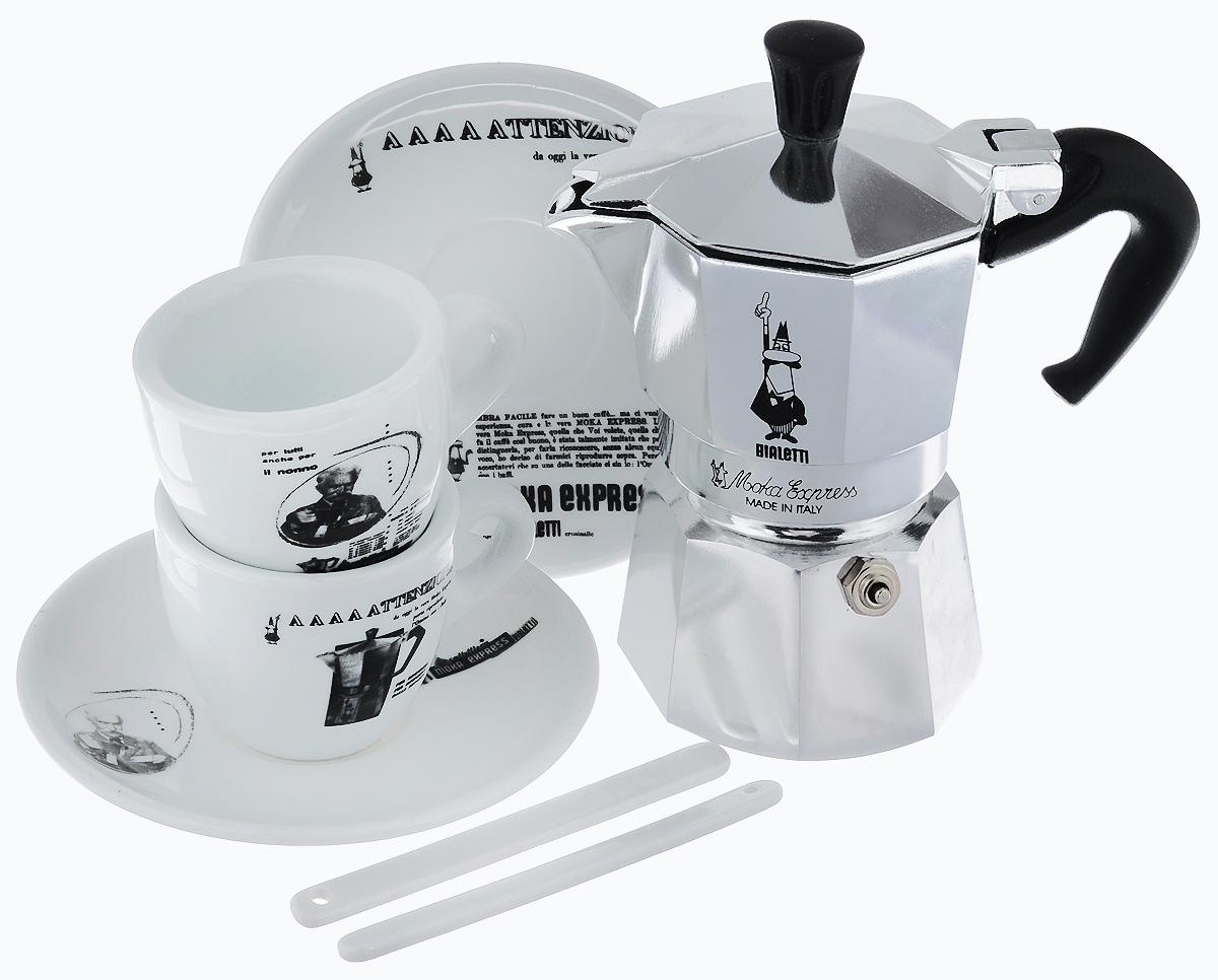 Набор посуды Bialetti Moka Carosello, 7 предметов4960Набор посуды Bialetti Moka Carosello включает в себя гейзерную кофеварку, 2 кофейные чашки, 2 блюдца и 2 ложечки для перемешивания. Компактная гейзерная кофеварка изготовлена из высококачественного алюминия. Изделие оснащено удобной ручкой из пластика. Остальные предметы набора выполнены из керамики. Принцип работы такой гейзерной кофеварки - кофе заваривается путем многократного прохождения горячей воды или пара через слой молотого кофе. Удобство кофеварки в том, что вся кофейная гуща остается во внутренней емкости. Гейзерные кофеварки пользуются большой популярностью благодаря изысканному аромату. Кофе получается крепкий и насыщенный. Теперь и дома вы сможете насладиться великолепным эспрессо. Подходит для газовых, электрических и стеклокерамических плит. Нельзя мыть в посудомоечной машине. Высота кофеварки: 15 см. Диаметр дна кофеварки: 7 см. Диаметр чашек по верхнему краю: 6,2 см. Диаметр дна...