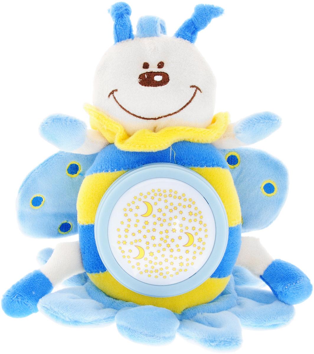 Simba Музыкальная игрушка-подвеска Плюшевые насекомые цвет голубой4019093_голубойМузыкальная игрушка-подвеска Simba Плюшевые насекомые несомненно долго будет интересна вашему малышу. Изготовлена игрушка из приятного на ощупь материала. Это симпатичное и очень милое плюшевое насекомое в виде пчелки станет отличным развлечением для вашего карапуза. С ней можно как просто играть, так и использовать в качестве подвески над кроваткой или в коляске, при помощи специальной ручки, предусмотренной в верхней части. Игрушка воспроизводит довольно продолжительную мелодию (в течение 4 минут) и светится разноцветными лучами. Эта спокойная музыка поможет малышу заснуть. Приятное звучание игрушки концентрирует внимание малыша, развивает слуховое и пространственное восприятие. Яркие контрастные цвета развивают зрительное восприятие. Разнофактурные материалы развивают тактильные ощущения.