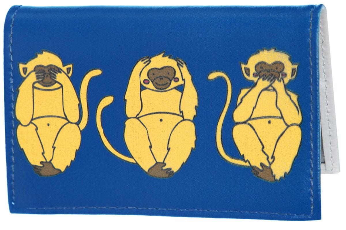 Визитница Три мудрых обезьяны на синем. VIZIT311VIZIT-311Стильная визитница Mitya Veselkov Три мудрых обезьяны на синем выполнена из натуральной кожи и оформлена принтом с изображением обезьянок. Изделие раскладывается пополам. Внутри расположены два накладных кармана из пластика и пластиковый вкладыш, состоящий из восемнадцати файлов для визиток. Такая визитница станет замечательным подарком человеку, ценящему качественные и практичные вещи.