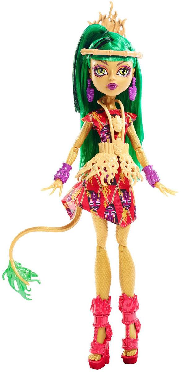 Monster High Кукла Монстрические каникулы Цзинифайр ЛонгDKX94_DKX95Стильные и яркие ученицы школы Monster High не боятся проявлять свою индивидуальность, они всегда модно одеты и готовы к невероятным приключениям в Школе Монстров и за ее пределами! Очаровательная кукла Monster High Монстрические каникулы: Цзинифайр Лонг порадует любую девочку и обязательно станет ее любимой игрушкой. Кукла одета в оригинальный тропический наряд. На ней короткое красное платье, крупный пояс, декорированный узорами в форме языков пламени и яркие сандалии на высокой платформе. Голову куклы украшает повязка с цепочкой из косточек. Вашей дочурке непременно понравится расчесывать и заплетать длинные зеленые волосы куклы. Руки, ноги и голова куклы подвижны, благодаря чему ей можно придавать любые позы. Игры с куклой способствуют эмоциональному развитию ребенка, а также помогают формировать воображение и художественный вкус. Малышка проведет множество счастливых часов, играя с этой очаровательной куколкой. Великолепное качество исполнения делают эту...