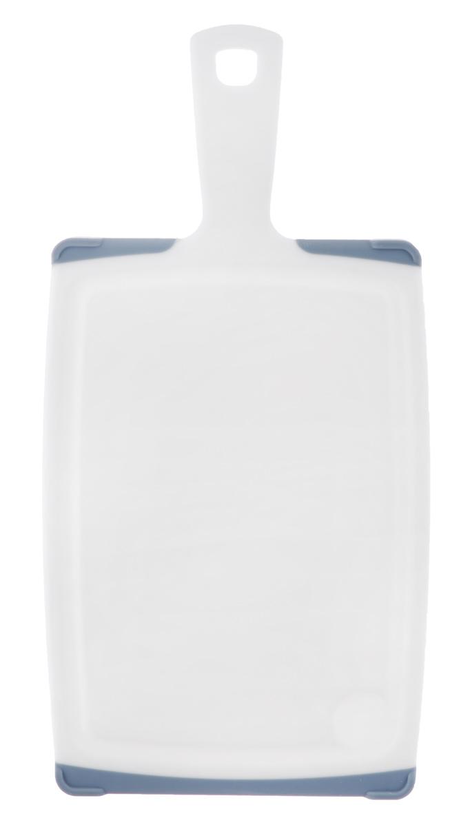 Доска разделочная Tescoma Cosmo, с ручкой, цвет: серый, белый, 35,5 х 18 см379224_серыйРазделочная доска Tescoma Cosmo, изготовленная из высококачественного прочного пластика, станет незаменимым атрибутом приготовления пищи. Она идеально подходит для разделки мяса, рыбы, приготовления теста и нарезки любых продуктов. А особый дизайн краев с желобком способствует задерживанию жидкостей и остатков продуктов. Изделие оснащено прорезиненными цветными вставками для предотвращения скольжения по столу. Доска предназначена для ежедневного интенсивного использования. Современный стильный дизайн и функциональность разделочной доски Tescoma Cosmo позволит занять ей достойное место на вашей кухне. Можно мыть в посудомоечной машине. Общий размер доски (с учетом ручки): 35,5 см х 18 см х 1,3 см. Длина ручки: 9,5 см.