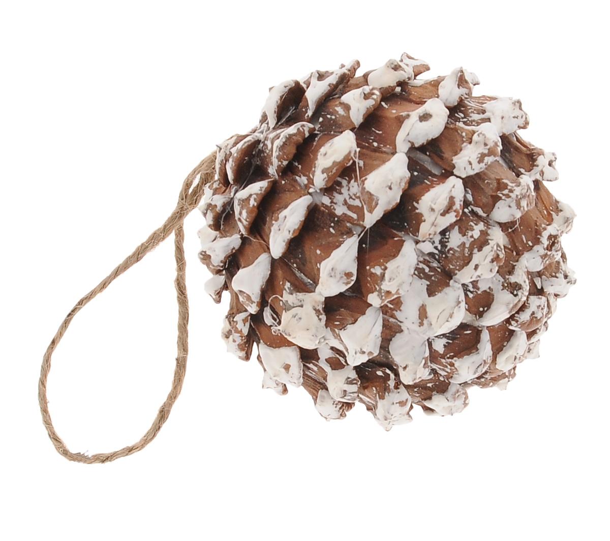 Новогоднее подвесное украшение Winter Wings Шишка, диаметр 8 смN180125Подвесное украшение Winter Wings Шишка, изготовленное из дерева, станет отличным новогодним украшением на елку. Изделие выполнено в виде круглой заснеженной шишки. Подвешивается на елку с помощью текстильной петельки. Ваша зеленая красавица с таким украшением будет выглядеть стильно и волшебно. Создайте в своем доме по-настоящему сказочную атмосферу.
