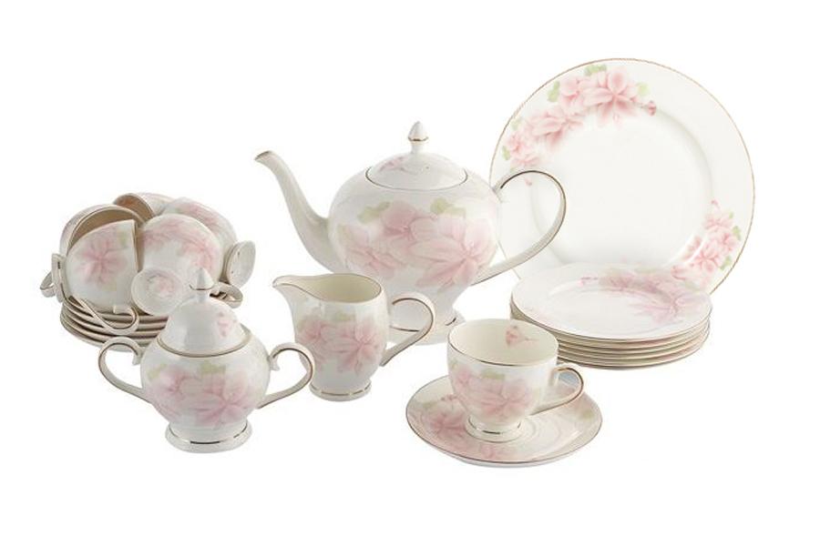 Чайный сервиз Розовые цветы 40 предметов на 12 персон. E5-HV004011/40-ALE5-HV004011/40-ALЧайная и обеденная столовая посуда торговой марки Emerald произведена из высококачественного костяного фарфора. Благодаря высокому качеству исполнения, разнообразным декорам и оптимальному соотношению цена – качество, посуда Emerald завоевала огромную популярность у покупателей и пользуется неизменно высоким спросом. Поверхность изделий покрыта превосходной сверкающей глазурью, не содержащей свинца.