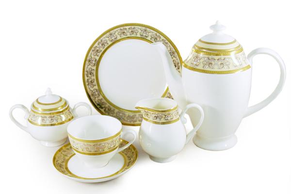 Чайный сервиз Престиж 21 предмет на 6 персон. E6-XR11Q04G/21ALE6-XR11Q04G/21ALЧайная и обеденная столовая посуда торговой марки Emerald произведена из высококачественного костяного фарфора. Благодаря высокому качеству исполнения, разнообразным декорам и оптимальному соотношению цена – качество, посуда Emerald завоевала огромную популярность у покупателей и пользуется неизменно высоким спросом. Поверхность изделий покрыта превосходной сверкающей глазурью, не содержащей свинца.