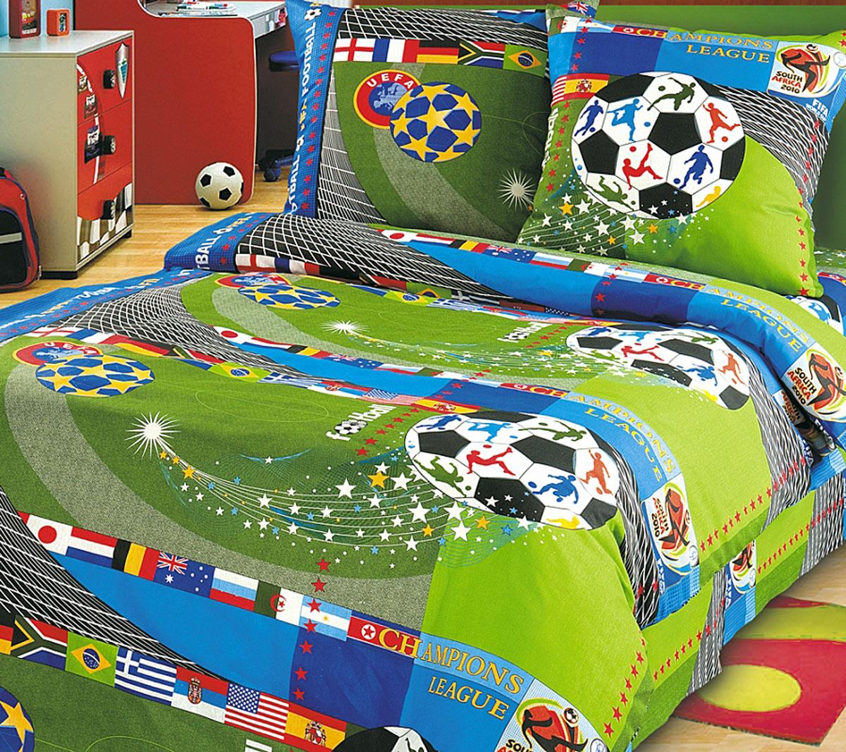 ТексДизайн Комплект детского постельного белья Чемпионат 1,5-спальный1100АКомплект детского постельного белья Чемпионат, состоящий из двух наволочек, простыни и пододеяльника, выполнен из прочной бязи. Комплект постельного белья украшен изображениями футбольного поля, мячей и флагов. Сегодня компания Текс-Дизайн является крупнейшим поставщиком эксклюзивной набивной бязи. Вся ткань изготовлена из 100% хлопка. Бязь - хлопчатобумажная плотная ткань полотняного переплетения. Отличается прочностью и стойкостью к многочисленным стиркам. Бязь считается одной из наиболее подходящих тканей, для производства постельного белья и пользуется в России большим спросом. Фирменная продукция отличается оригинальным дизайном, высокой прочностью и долговечностью. Такой комплект идеально подойдет для кроватки вашего малыша. На нем ребенок будет спать здоровым и крепким сном.