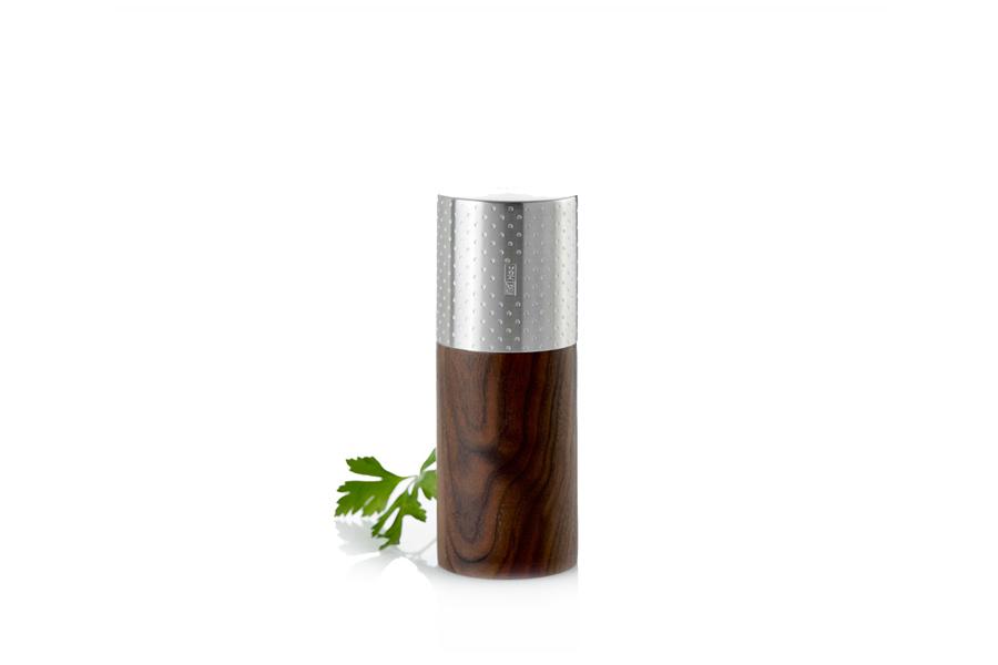 Мельница для соли/перца AdHoc, серия GOLIATH DOTS S. 010.070800.046010.070800.046ТМ «Адхок» (AdHoc, Германия) – мельницы для специй от ручных до автоматических, аксессуары для чая, кухонные приспособления, бар и вино. Несмотря на такое разнообразие продукции, все предметы связаны единым подходом к дизайну, который отличает безупречная функциональность и умные детали. Кроме того, товары Adhoc изготовлены их лучших материалов – нержавеющей стали, высококачественного пластика, дерева и силикона. Вся линейка очень притягательна визуально и любой предмет может служить интересным подарком или просто доставлять удовольствие владельцу.