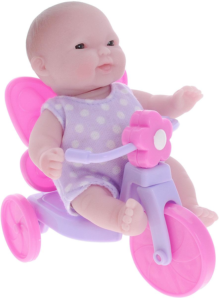 JC Toys Пупс на велосипеде16750_на велосипедеОчаровательный пупс JC Toys порадует вашу малышку и доставит ей много удовольствия от часов, посвященных игре с ним. Пупс, одетый в сиреневое платье в белый горошек, выглядит как настоящий ребенок. Голова, ручки и ножки пупса подвижны. Пупс сидит на сиреневом велосипеде. Колеса велосипеда вращаются. Игра с пупсом разовьет в вашей малышке чувство ответственности и заботы. Порадуйте свою принцессу таким великолепным подарком!