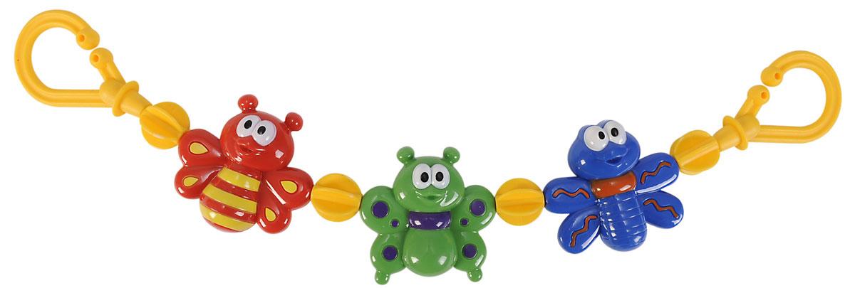 Simba Подвеска на коляску Насекомые4019594Подвеска на коляску Насекомые не оставит вашего малыша равнодушным и не позволит ему скучать! Подвеска выполнена в виде пластиковых фигурок насекомых, нанизанных на прочный шнурок. На концах шнурка имеются пластиковые клипсы-держатели, при помощи которых игрушку удобно крепить не только на коляску, но и на кроватку, автомобильное кресло и к любым поверхностям. Ваш ребенок с удовольствием будет изучать яркие элементы подвески. Подвеска поможет вашему малышу познакомиться с основными цветами и развить мелкую моторику рук.