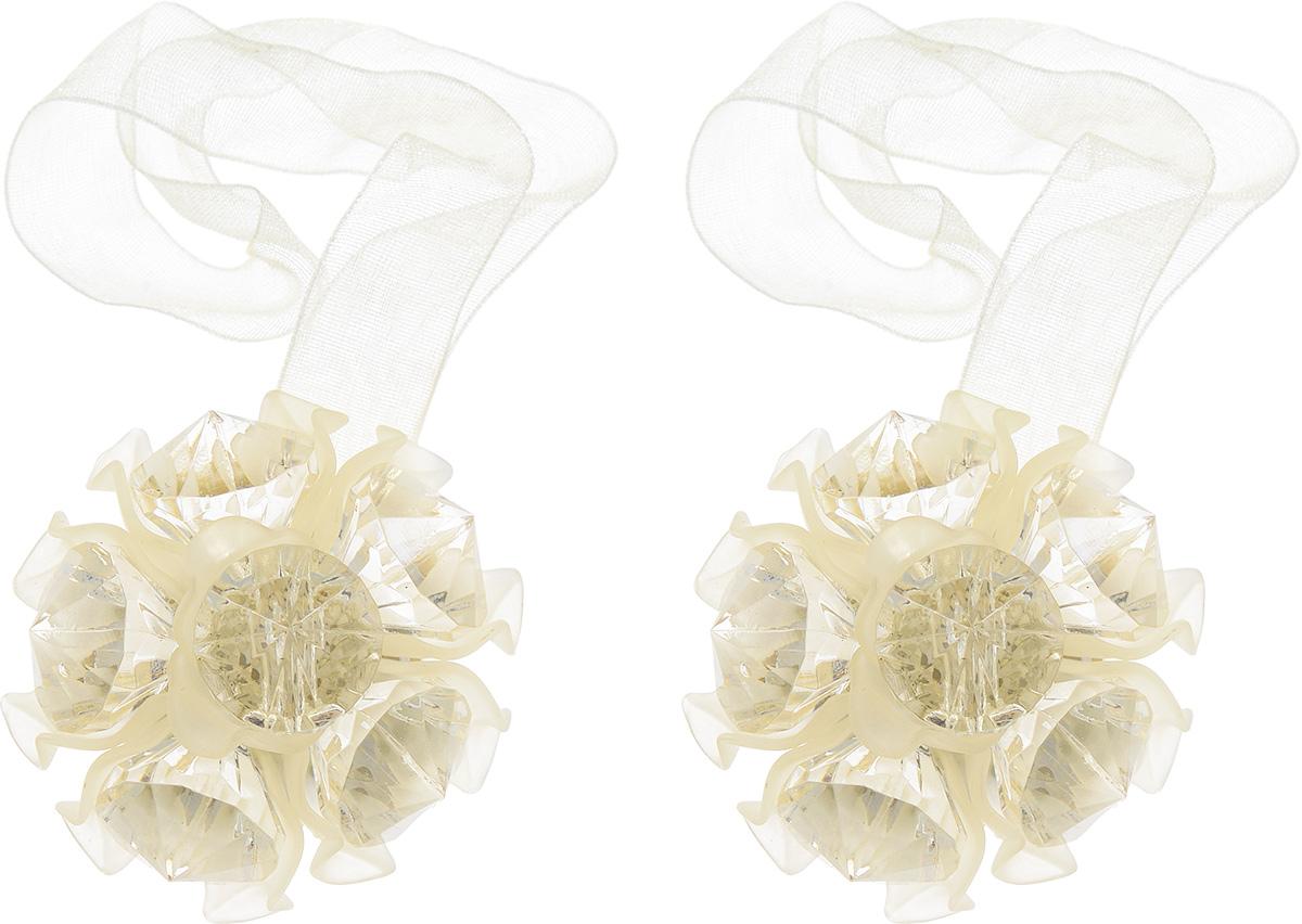 Клипса-магнит для штор Астра, цвет: светло-бежевый, 2 шт7713413_8005 св.бежевыйКлипса-магнит Астра, изготовленная из акрила и текстиля, предназначена для придания формы шторам. Изделие представляет собой два магнита, расположенные на разных концах текстильной ленты. Один из магнитов оформлен декоративным цветком. С помощью такой магнитной клипсы можно зафиксировать портьеры, придать им требуемое положение, сделать складки симметричными или приблизить портьеры, скрепить их. Клипсы для штор являются универсальным изделием, которое превосходно подойдет как для штор в детской комнате, так и для штор в гостиной. Следует отметить, что клипсы для штор выполняют не только практическую функцию, но также являются одной из основных деталей декора этого изделия, которая придает шторам восхитительный, стильный внешний вид. Диаметр декоративного цветка: 4,5 см. Диаметр магнита: 2 см. Длина ленты: 27 см.