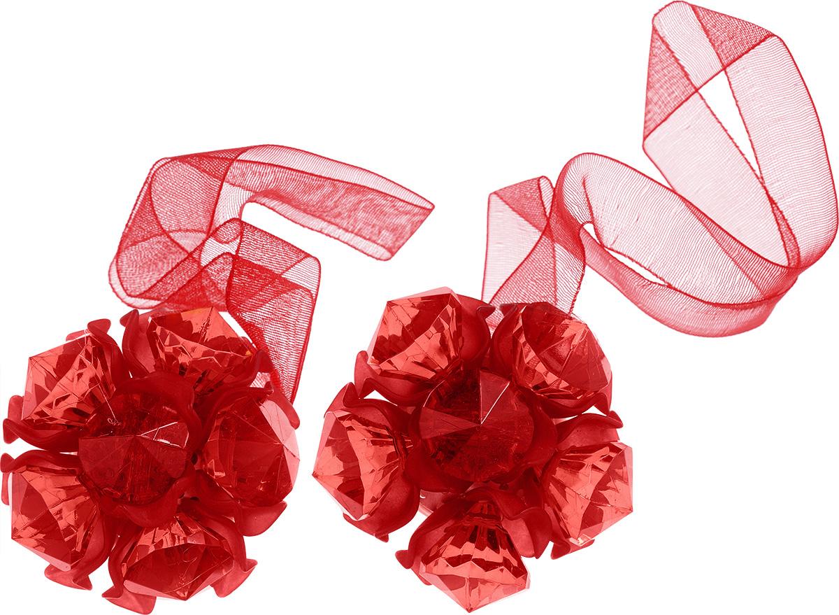 Клипса-магнит для штор Астра, цвет: красный, 2 шт7713413_8055 краcныйКлипса-магнит Астра, изготовленная из акрила и текстиля, предназначена для придания формы шторам. Изделие представляет собой два магнита, расположенные на разных концах текстильной ленты. Один из магнитов оформлен декоративным цветком. С помощью такой магнитной клипсы можно зафиксировать портьеры, придать им требуемое положение, сделать складки симметричными или приблизить портьеры, скрепить их. Клипсы для штор являются универсальным изделием, которое превосходно подойдет как для штор в детской комнате, так и для штор в гостиной. Следует отметить, что клипсы для штор выполняют не только практическую функцию, но также являются одной из основных деталей декора этого изделия, которая придает шторам восхитительный, стильный внешний вид. Диаметр декоративного цветка: 4,5 см. Диаметр магнита: 2 см. Длина ленты: 27 см.