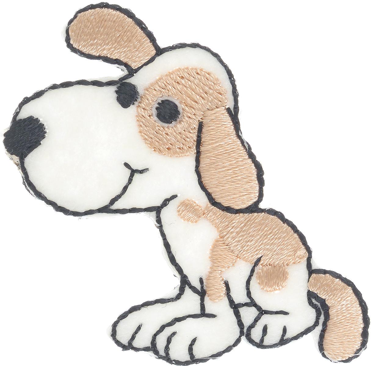 Термоаппликация Prym Собака, 5 х 4,3 см343130Вышитая термоаппликация Prym Собака с обратной стороны имеет клеящую основу, при помощи которой вы без труда прикрепите данную аппликацию на вашу одежду. Для большей надежности вы также можете пришить ее по краям, предотвращая отклеивание после многократных стирок. Термоаппликация выполнена в виде собаки и оформлена яркой вышивкой.