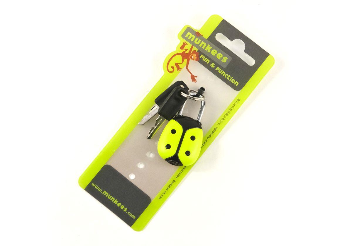 Брелок-замок Munkees Жучок, с ключами3601Замок Munkees Жучок помимо функции брелока всегда выполнит свою основную функцию и поможет надежно запереть рюкзак, сумку или другие личные вещи. Изделие выполнено из металла и пластика в виде жучка. В комплекте 2 ключа.