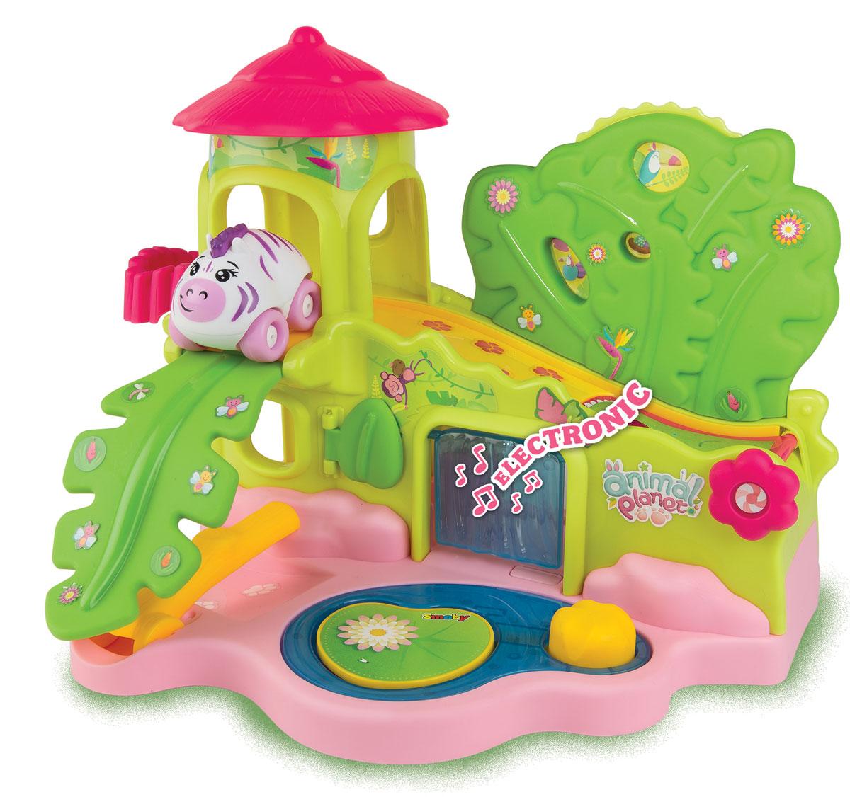 Smoby Игровой набор Animal Planet Домик в джунглях211393Игровой набор Animal Planet Домик в джунглях содержит машинку Animal Planet и замечательный домик для машинки. Машинка выполнена в виде забавной зебры - с веселой мордочкой, гривой и сиреневыми полосками. В таком домике машинка-зебра не заскучает никогда! Здесь есть наклонный пандус с потайным люком, волшебный водопад со звуками джунглей и прыгающая кувшинка на пруду. Машинка может отдыхать на балкончике, или спрятаться в зарослях кустов. Яркий набор привлечёт внимание любого малыша, который с большим удовольствием начнёт придумывать с ним разные игры. С такой игрушкой ваш ребенок не захочет разлучаться! Набор Домик в джунглях развивает мелкую моторику, мышление, зрительное и звуковое восприятие, повышает двигательную активность малышей. Порадуйте вашего ребенка таким замечательным подарком! Рекомендуемый возраст: от 18 месяцев. Для работы требуются 2 батарейки ААА (не входят в комплект).