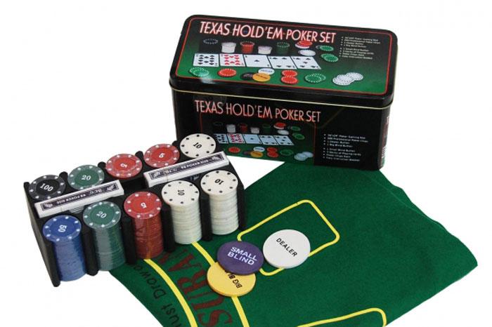 Набор для покера в металлической банке, размер: 10х15х12 см. ГД9кГД9кВ металлическую коробку собраны все необходимые предметы для увлекательной игры в покер. 200 фишек по 4 гр. с номиналом: номинал 5 - 60 шт. номинал 10 - 60 шт. номинал 20 - 40 шт. номинал 50 - 20 шт. номинал 100 - 20 шт. Общий банк: 7240. 2 колоды профессиональных покерных карт. Сукно для игры в покер. 2 фишки: большой и малый блайнд.