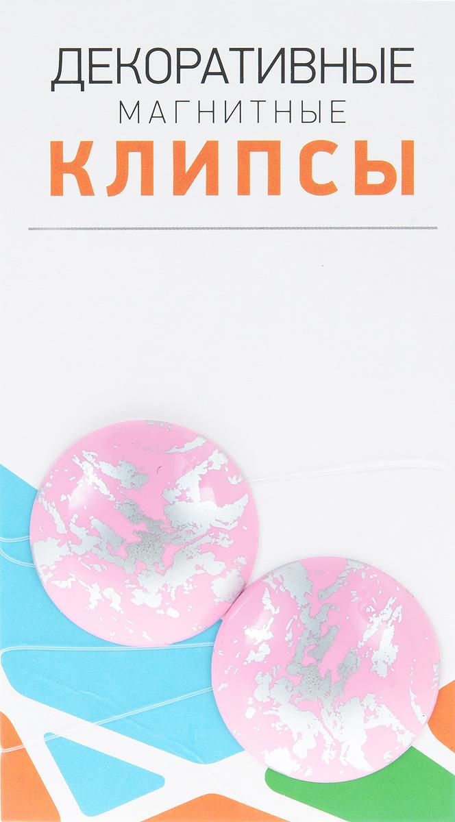 Клипсы магнитные для штор SmolTtx Размытие, с леской, цвет: розовый, серебристый, длина 33,5 см, 2 шт544091_32И3Магнитные клипсы SmolTtx Размытие предназначены для придания формы шторам. Изделие представляет собой соединенные леской два элемента, на внутренней поверхности которых расположены магниты. С помощью такой клипсы можно зафиксировать портьеры, придать им требуемое положение, сделать складки симметричными или приблизить портьеры, скрепить их. Следует отметить, что такие аксессуары для штор выполняют не только практическую функцию, но также являются одной из основных деталей декора, которая придает шторам восхитительный, стильный внешний вид. Длина клипсы: 33,5 см. Диаметр клипсы: 3,5 см.