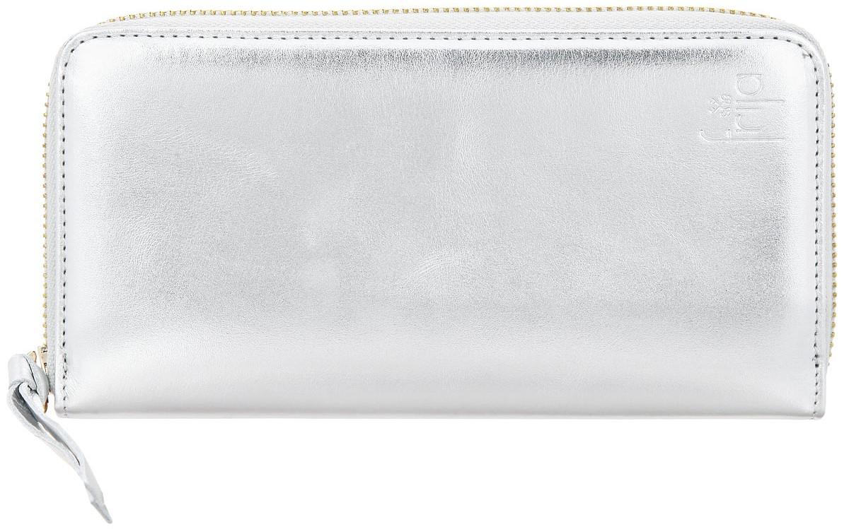 Портмоне женское Frija, цвет: серебро. 15-0209-1115-0209-11Женское портмоне Frija - это не только удобная и практичная вещь, но и стильный современный аксессуар, который, благодаря своему привлекательному дизайну и высокому качеству исполнения, блестяще подчеркнет тонкий взыскательный вкус своей обладательницы. Выполнено из натуральной кожи и декорировано хлястиком. Модель закрывается на металлическую молнию. Внутри три отделения для купюр, два скрытых дополнительных кармана, одно отделение для мелочи на молнии, восемь карманов для кредиток. Портмоне упаковано в фирменную коробку-футляр.