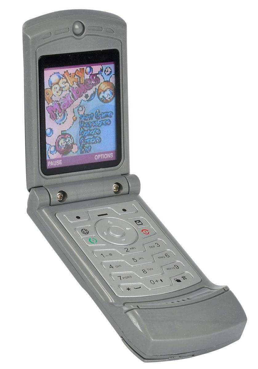 Simba Сотовый телефон цвет серый4515521Игрушка Simba Сотовый телефон - отличный подарок, который обязательно порадует вашего ребенка! С этой игрушкой малыш будет совершать свои первые звонки. Телефон выглядит совсем как настоящий, экран меняет изображение в зависимости от наклона, на корпусе располагаются кнопки, нажатие на которые сопровождается звуками. Порадуйте своего ребенка таким замечательным подарком! Рекомендуется докупить 2 батарейки напряжением 1,5V типа LR44 (товар комплектуется демонстрационными).