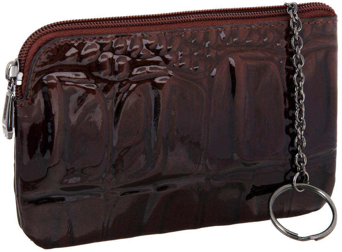 Ключница женская Malgrado, цвет: коричневый. 50501-0440350501-04403 BrownСтильная ключница Malgrado выполнена из натуральной кожи с тиснением под рептилию, оформлена металлической фурнитурой с символикой бренда. Изделие закрывается на застежку-молнию. Внутри расположено кольцо для ключей на цепочке. Снаружи, на тыльной стороне ключницы, распложен врезной кармашек на молнии. Изделие поставляется в фирменной упаковке. Ключница Malgrado станет отличным подарком для человека, ценящего качественные и практичные вещи.