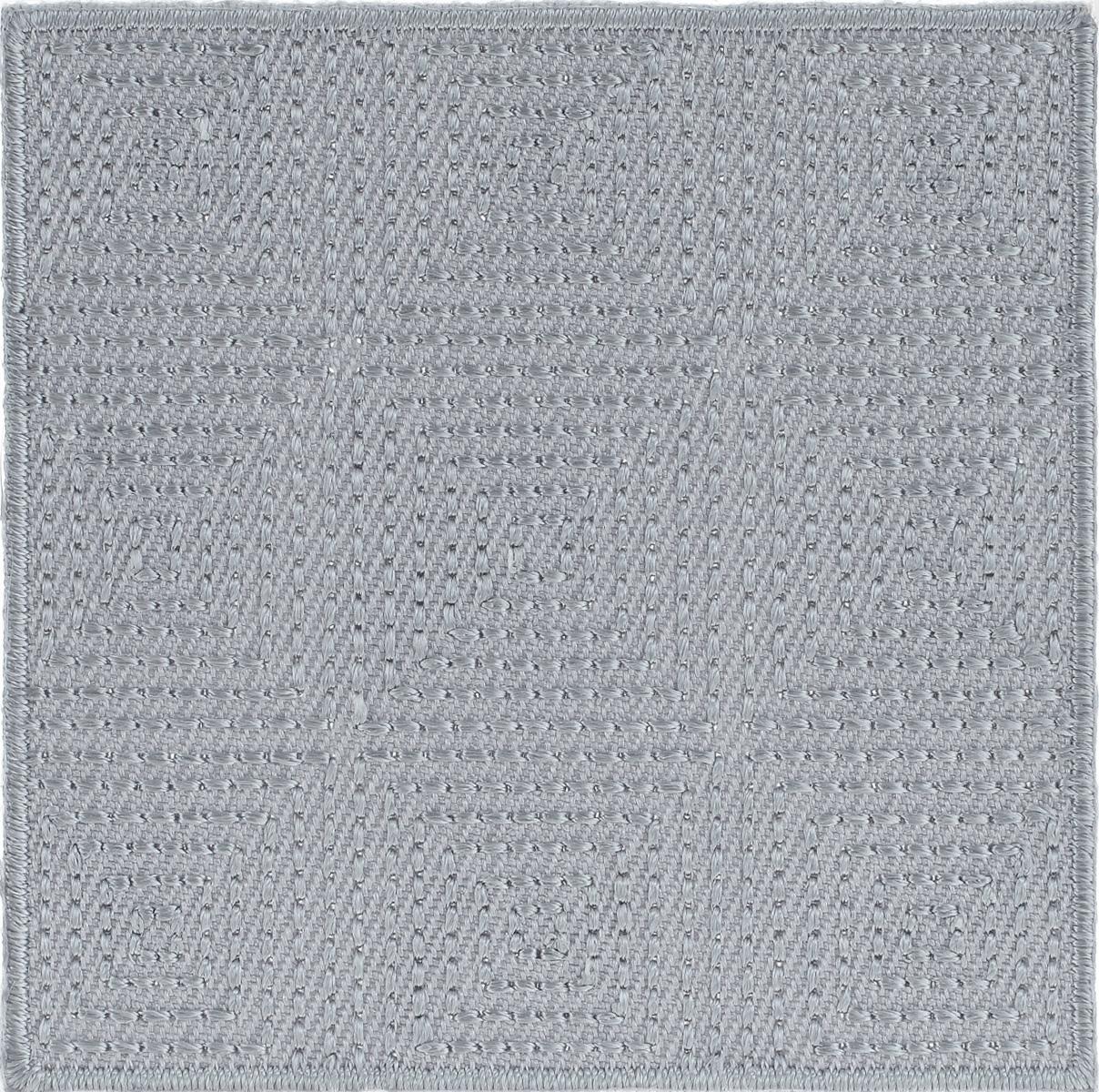 Термоаппликация Hobby&Pro, цвет: светло-серый, 6 х 6 см AD14267704212_св.серыйКлеевая термоаппликация Hobby&Pro изготовлена из плотного текстиля. Изделие выполнено в виде квадрата. Термоаппликация с обратной стороны оснащена клеевым слоем, благодаря которому при помощи утюга вы сможете быстро и легко закрепить изделие на ткани. С такой термоаппликацией любая вещь станет особенной.
