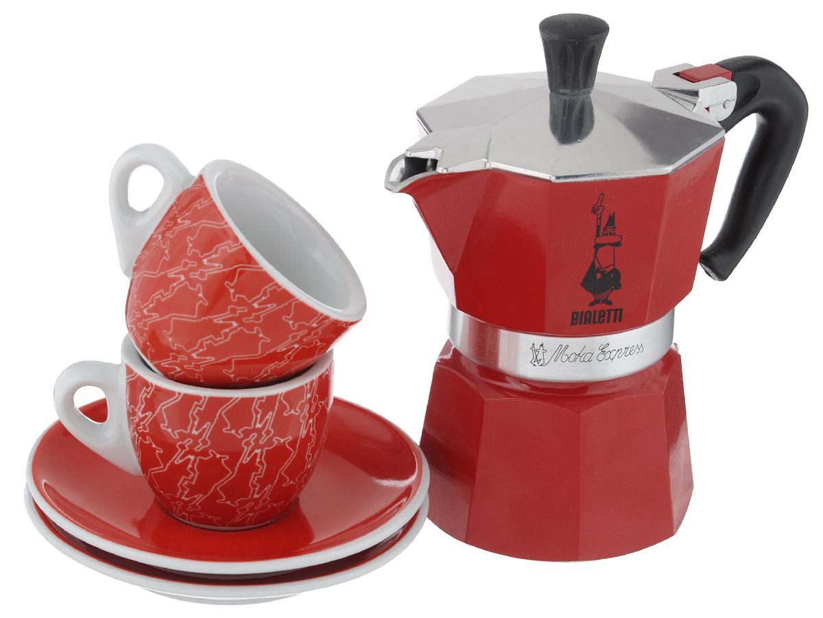 Набор посуды Bialetti Moka Passion, цвет: красный, белый, 5 предметов4930Набор посуды Bialetti Moka Passion включает в себя гейзерную кофеварку, 2 кофейные чашки и 2 блюдца. Компактная гейзерная кофеварка изготовлена из высококачественного алюминия. Изделие оснащено удобной ручкой из пластика. Чашки и блюдца выполнены из керамики. Принцип работы такой гейзерной кофеварки - кофе заваривается путем многократного прохождения горячей воды или пара через слой молотого кофе. Удобство кофеварки в том, что вся кофейная гуща остается во внутренней емкости. Гейзерные кофеварки пользуются большой популярностью благодаря изысканному аромату. Кофе получается крепкий и насыщенный. Теперь и дома вы сможете насладиться великолепным эспрессо. Подходит для газовых, электрических и стеклокерамических плит. Нельзя мыть в посудомоечной машине. Высота кофеварки: 16 см. Диаметр дна кофеварки: 7,7 см. Диаметр чашки по верхнему краю: 6,2 см. Диаметр дна чашек: 3,5 см. Высота чашек: 5 см. ...