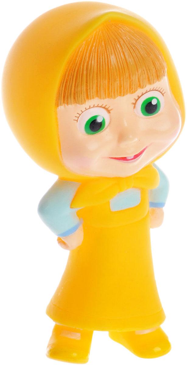 Маша и Медведь Игрушка для ванной Маша цвет желтый1180214_желтый , GT8259Игрушка-пищалка для ванной Маша обязательно понравится вашему ребенку и развлечет его во время купания. Она выполнена из безопасного материала в виде героини известного мультфильма Маша и Медведь. Игрушка изготовлена из высококачественного, безопасного для малышей материала, не боится воды. При нажатии раздается негромкий свистящий звук. Размер игрушки идеален для маленьких ручек малыша. Игрушка для ванны способствует развитию воображения, цветового восприятия, тактильных ощущений и мелкой моторики рук.