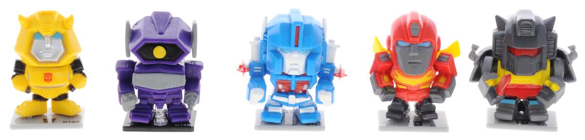 Transformers Набор фигурок 5 шт Набор 3TRF450_набор 3Набор фигурок Transformers станет восхитительным сюрпризом для вашего малыша и подарит ему множество счастливых мгновений. Этот набор приведет в восторг любого маленького поклонника знаменитых Трансформеров, ведь он включает в себя 5 мини-фигурок героев мультфильма. Также в комплект входят 5 подставок для фигурок и 5 коллекционных карточек персонажей. Фигурки выполнены из прочного безопасного пластика. Ваш ребенок часами будет играть с этим набором, придумывая различные истории с участием любимых героев. Высокое качество исполнения фигурок порадует маленьких коллекционеров, и такие фигурка займет достойное место в коллекции игрушек вашего малыша. Небольшие размеры фигурок позволят брать их с собой на прогулку.