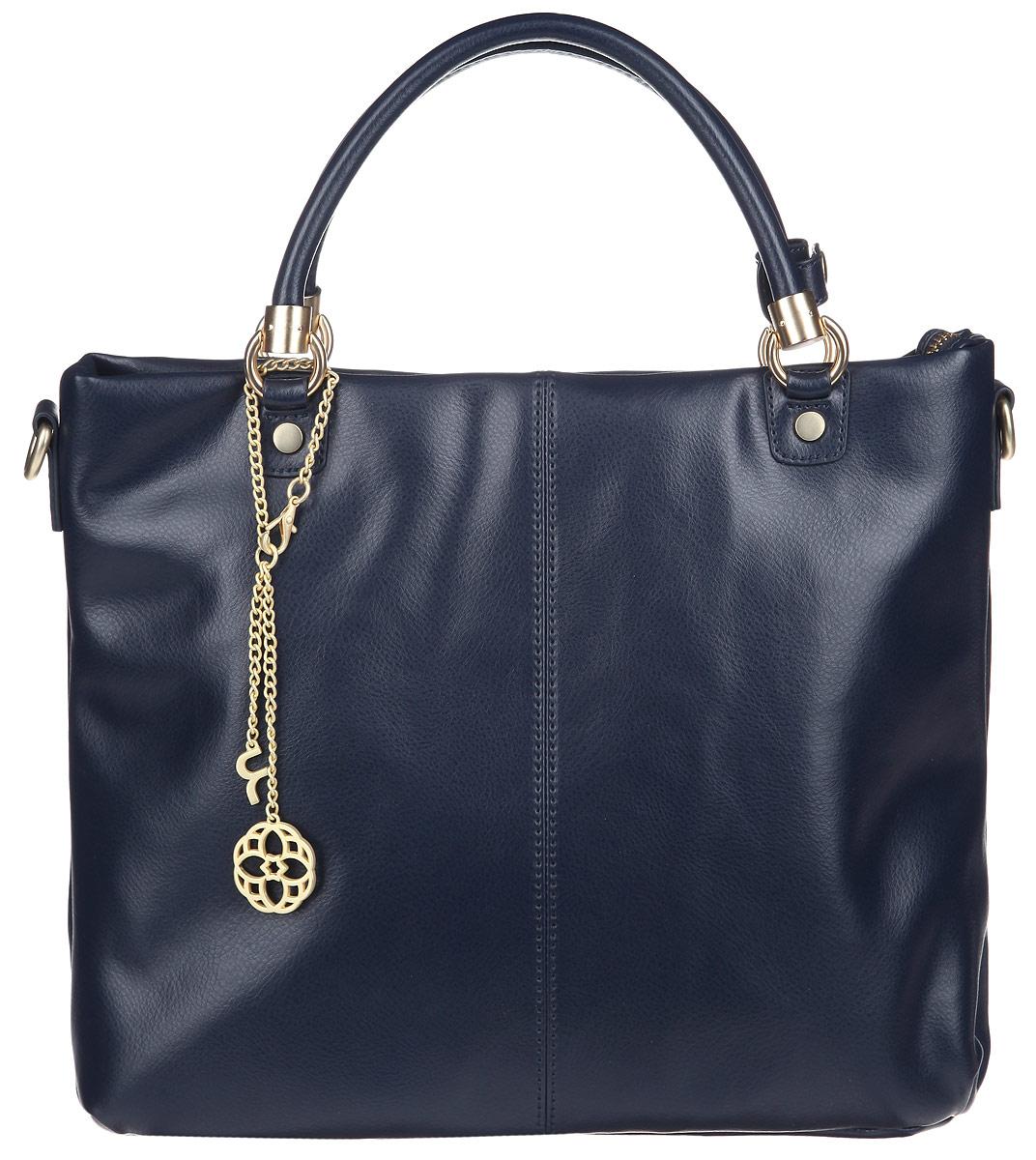 Сумка женская Fiorita, цвет: темно-синий. 0824F0824F d.blueСтильная женская сумка Fiorita выполнена из натуральной кожи. Изделие имеет одно основное отделение, которое закрывается на застежку-молнию. Внутри находятся два прорезных кармашка на застежках-молниях и два накладных открытых кармашка. Снаружи, на задней стенке расположен прорезной карман на застежке-молнии. Изделие оснащено двумя удобными ручками. В комплект входит съемный плечевой ремень, который регулируется по длине. Сумка украшена стильным фирменным брелоком. Изделие упаковано в фирменный чехол. Такая сумка дополнит ваш образ и сделает его завершенным.