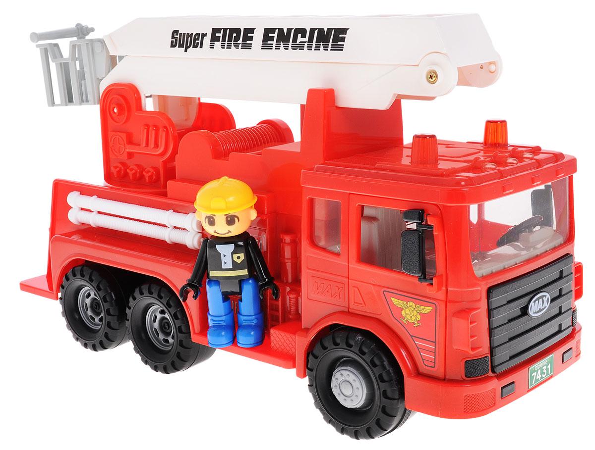 Daesung Пожарная машина Max959-1Красная пожарная машина Daesung, выполненная из безопасного пластика, станет любимой игрушкой вашего малыша. Лестница машины поднимается, а в корзину можно поместить входящую в комплект фигурку пожарного. Лестница может не только подниматься, но и поворачиваться на 360 градусов. Двери в кабину машинки открываются. Игрушка оснащена инерционным ходом. Машинку необходимо отвести назад, затем отпустить - и она быстро поедет вперед. Рельефные колеса обеспечивают надежное сцепление с любой поверхностью пола. Игры с этой яркой машинкой развивают концентрацию внимания, координацию движений, мелкую и крупную моторику, цветовое восприятие и воображение. Ваш ребенок будет часами играть с этой машинкой, придумывая различные истории.