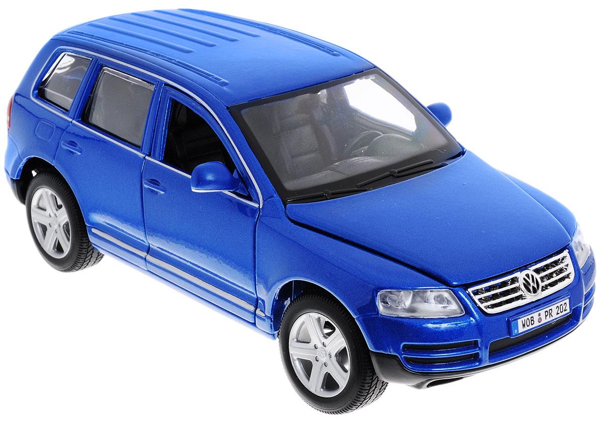 Bburago Модель автомобиля Volkswagen Touareg цвет синий масштаб 1:24 - Bburago - Bburago18-22015_синийМодель автомобиля Bburago Volkswagen Touareg для тех, кто любит роскошь и высокие скорости. Сегодня Touareg - внедорожник представительского класса. Благодаря броской внешности, а также великолепной точности, с которой создатели этой масштабной модели передали внешний вид настоящего автомобиля, машинка станет подлинным украшением любой коллекции авто. Машинка будет долго служить своему владельцу благодаря металлическому корпусу с элементами из пластика. Передние двери машины и капот открываются. При повороте руля изменяют свое направление колеса. Шины обеспечивают отличное сцепление с любой поверхностью пола. Модель автомобиля Volkswagen Touareg понравится вашему ребенку и станет достойным экспонатом любой коллекции.