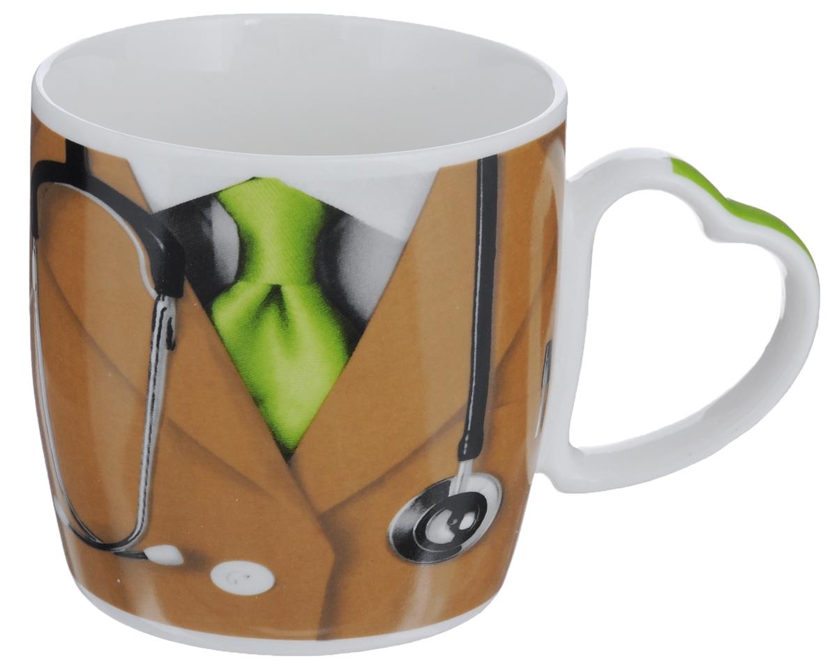 Кружка Loraine Доктор, цвет: коричневый, зеленый, 300 мл21554_зеленыйОригинальная кружка Loraine Доктор выполнена из фарфора и оформлена красочным рисунком. Она станет отличным дополнением к сервировке семейного стола и замечательным подарком для ваших родных и друзей. Диаметр (по верхнему краю): 9 см.