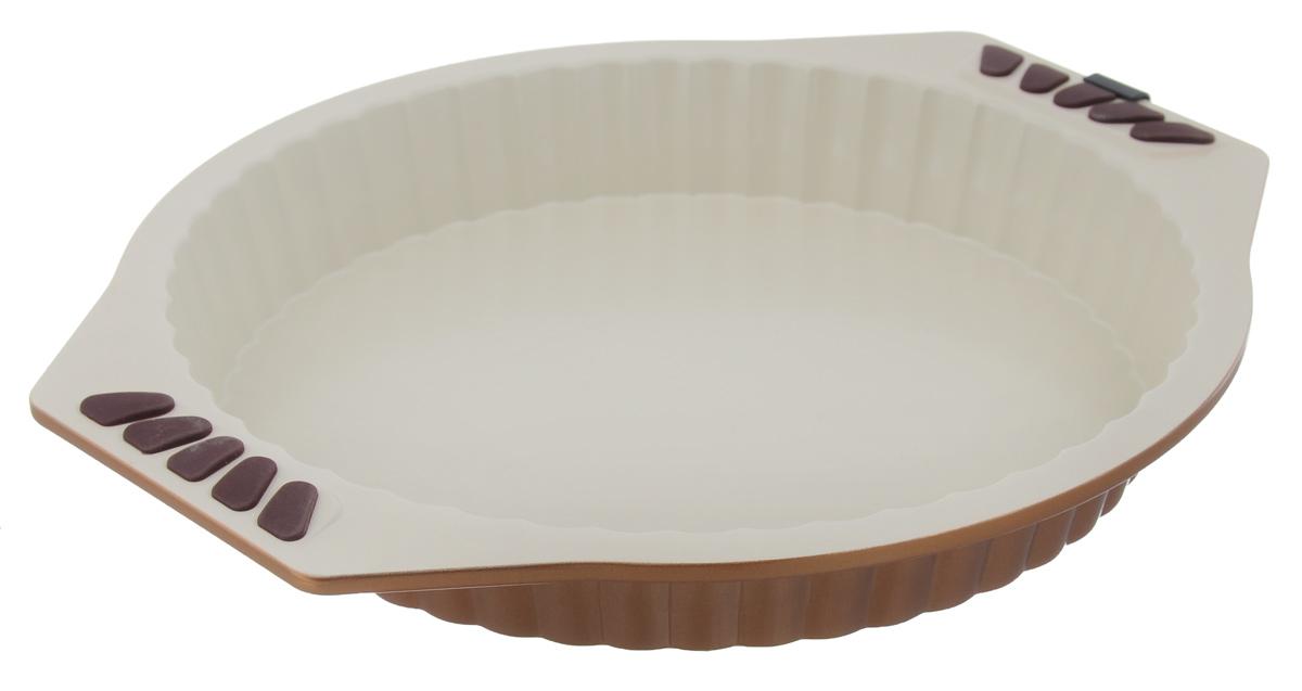 Форма для выпечки Dekok, с керамическим покрытием, круглая, диаметр 27 смBW-203Рифленая форма Dekok выполнена из углеродистой стали. Особое высокотехнологичное антипригарное покрытие BIOCERAMIX с внутренним армированием с использованием природных материалов обеспечивает моментальное снятие выпечки с формы, а также ее легкую очистку после использования. Сохраняет оригинальный цвет в течение долгого времени и обеспечивает простоту ухода за изделием. Покрытие производится без использования перфторо-октановой кислоты, отличные антипригарные свойства сводят к минимуму необходимость использования жиров и позволяют готовить диетические блюда. На ручках имеются силиконовые вставки. Форма выдерживает температуру до 230°C. Подходит для использования в духовке. Можно мыть в посудомоечной машине. Использовать только пластиковые, деревянные или силиконовые аксессуары. С такой формой вы всегда сможете порадовать своих близких оригинальной выпечкой. Внутренний диаметр формы: 27 см. Размер формы с учетом ручек: 34...