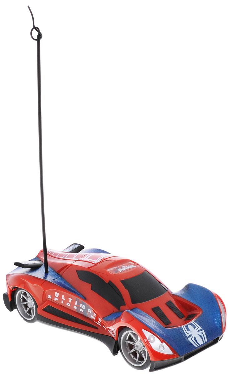 Majorette Машина на радиоуправлении Spider-Man цвет красный3089822_красныйМашина на радиоуправлении Majorette Spider-Man непременно понравится любителям мультфильма о человеке-пауке. Модель ездит во всех направления. Ею очень легко управлять благодаря удобному пульту дистанционного управления. Игрушка выполнена из качественного пластика. Порадуйте своего мальчика таким замечательным подарком! Машина работает от 3 батарей напряжением 1,5V типа АА (не входят в комплект). Пульт управления работает от 2 батарей напряжением 1,5V типа AAА (не входят в комплект).