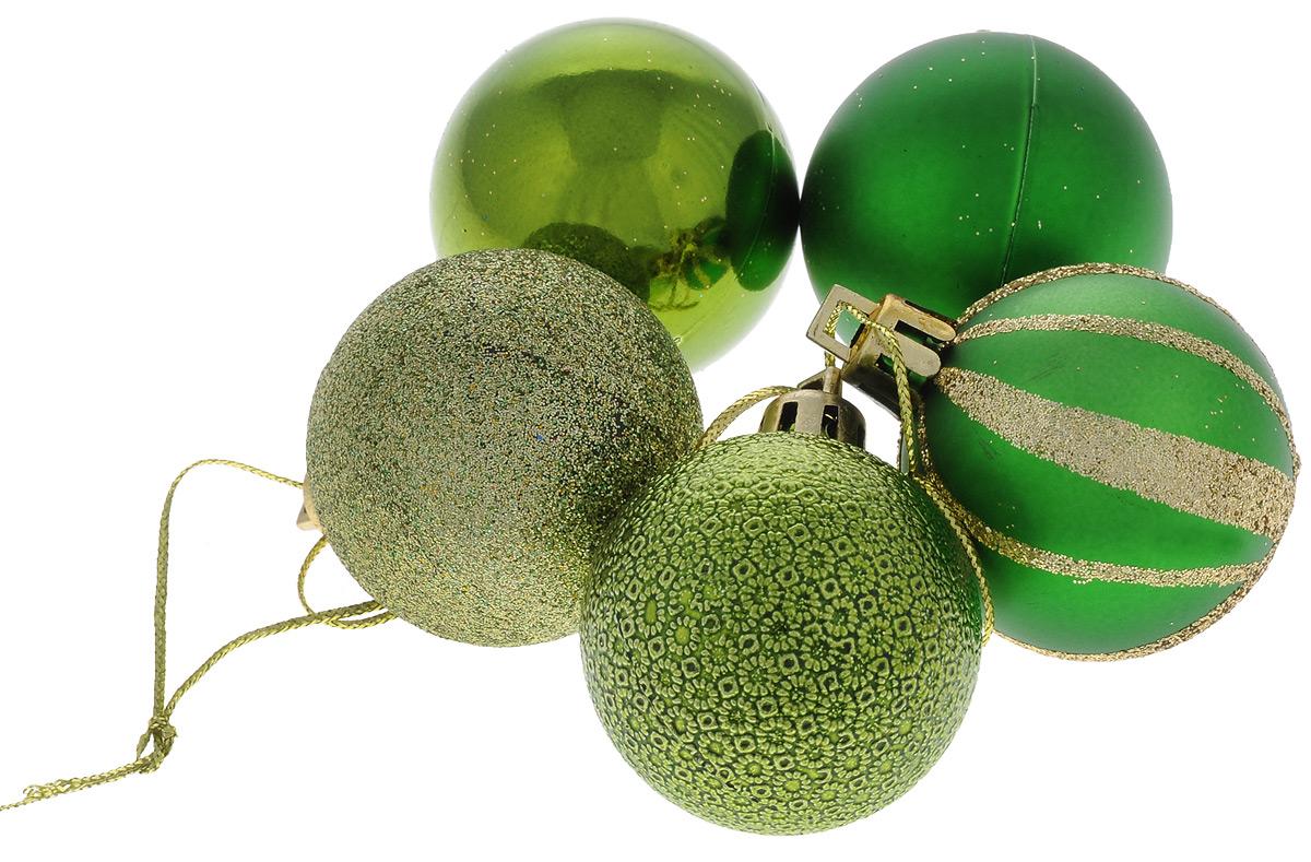 Набор новогодних подвесных украшений EuroHouse Шар, цвет: золотистый, зеленый, диаметр 4 см, 5 штЕХ 10988_золотистый, зеленыйНабор подвесных украшений EuroHouse Шар прекрасно подойдет для праздничного декора новогодней ели. Набор состоит из 5 пластиковых украшений в виде шаров, оформленных блестками. Для удобного размещения на елке для каждого украшения предусмотрена текстильная петелька. Елочная игрушка - символ Нового года. Она несет в себе волшебство и красоту праздника. Создайте в своем доме атмосферу веселья и радости, украшая новогоднюю елку нарядными игрушками, которые будут из года в год накапливать теплоту воспоминаний. Откройте для себя удивительный мир сказок и грез. Почувствуйте волшебные минуты ожидания праздника, создайте новогоднее настроение вашим дорогим и близким.