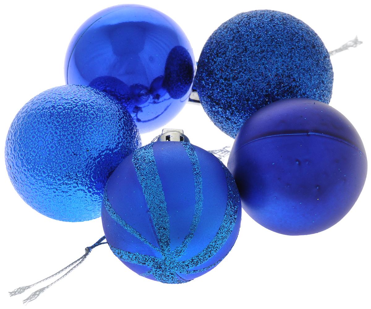 Набор новогодних подвесных украшений EuroHouse, цвет: синий, диаметр 4 см, 5 штЕХ 10988_синийНабор подвесных украшений EuroHouse прекрасно подойдет для праздничного декора новогодней ели. Набор состоит из 5 пластиковых украшений в виде шаров, оформленных блестками. Для удобного размещения на елке для каждого украшения предусмотрена текстильная петелька. Елочная игрушка - символ Нового года. Она несет в себе волшебство и красоту праздника. Создайте в своем доме атмосферу веселья и радости, украшая новогоднюю елку нарядными игрушками, которые будут из года в год накапливать теплоту воспоминаний. Откройте для себя удивительный мир сказок и грез. Почувствуйте волшебные минуты ожидания праздника, создайте новогоднее настроение вашим дорогим и близким.