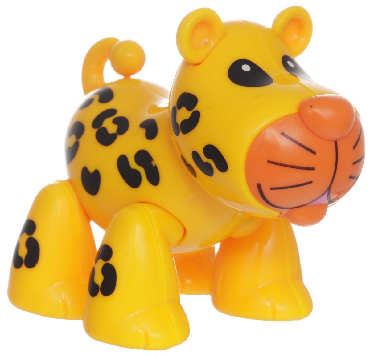 1TOY Фигурка В мире животных ЛеопардТ57440Фигурка В мире животных. Леопард, выполненная из яркой пластмассы в виде симпатичного желтого с черными пятнышками леопарда, непременно придется по душе вашему малышу. Забавная фигурка имеет подвижные лапы, хвост и шею. Если двигать частями тела животного, то будут слышны негромкие щелкающие звуки. Фигурка В мире животных способствует развитию у ребенка цветового и звукового восприятия, мелкой моторики рук, хватательного рефлекса, осязания, координации движений и изучению живого мира нашей планеты. Отлично подходит для сюжетно-ролевых игр, которые способствуют развитию памяти и воображения у малыша.