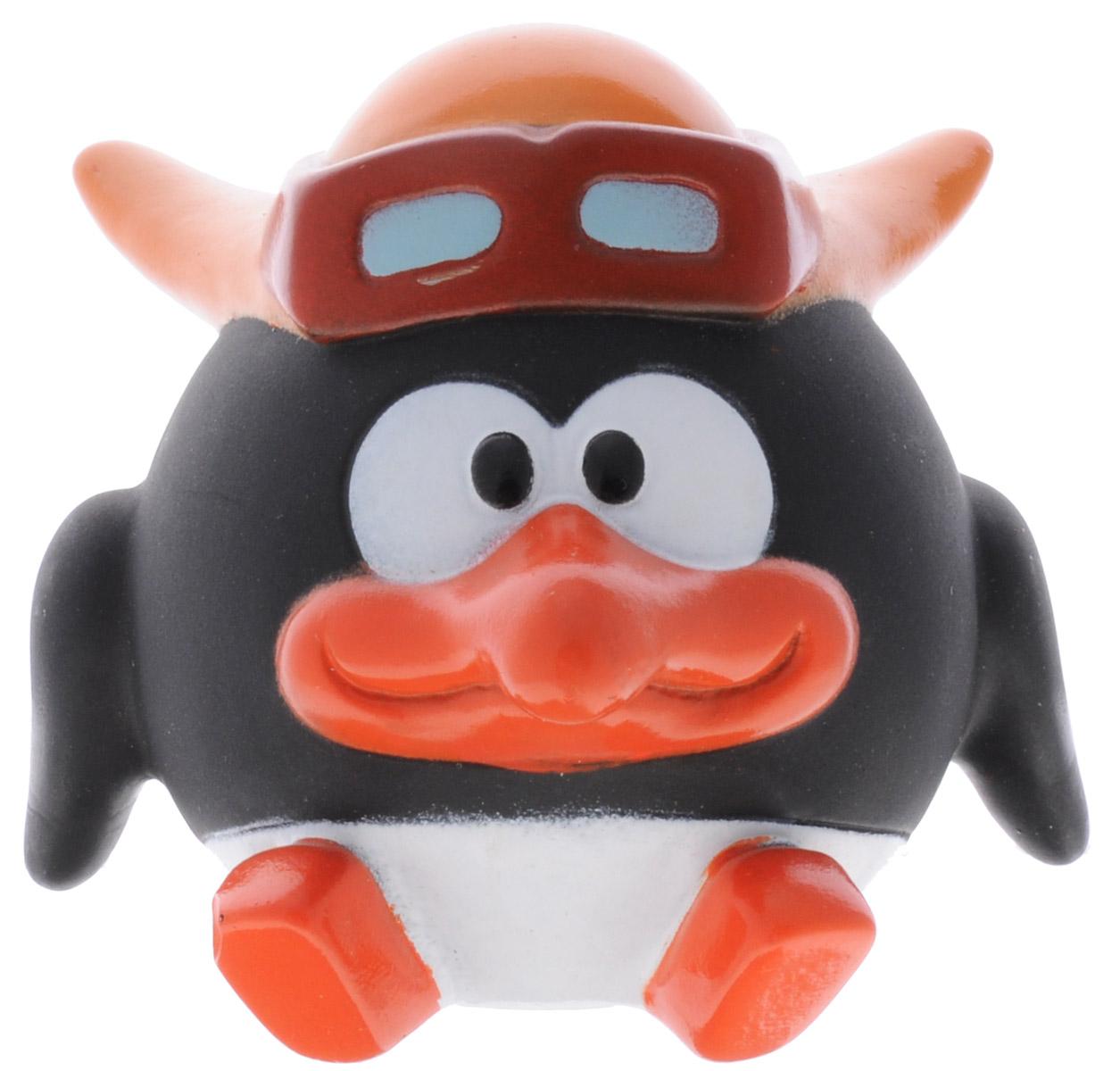 Смешарики Игрушка для ванны ПинGT7891_ПинИгрушка для ванны Смешарики Пин превратит купание вашего малыша в интересную и веселую игру. Герой любимого мультфильма выполнен из высококачественного безопасного материала. С такой игрушкой вы вместе с вашим ребенком сможете придумать бессчетное количество веселых игр и историй. Игрушка умеет произносить несколько фраз из мультфильма голосом Пина! Игрушка способствует развитию внимательности, мелкой моторики рук, воображения, зрительного восприятия. Работает игрушка от незаменяемой батарейки.