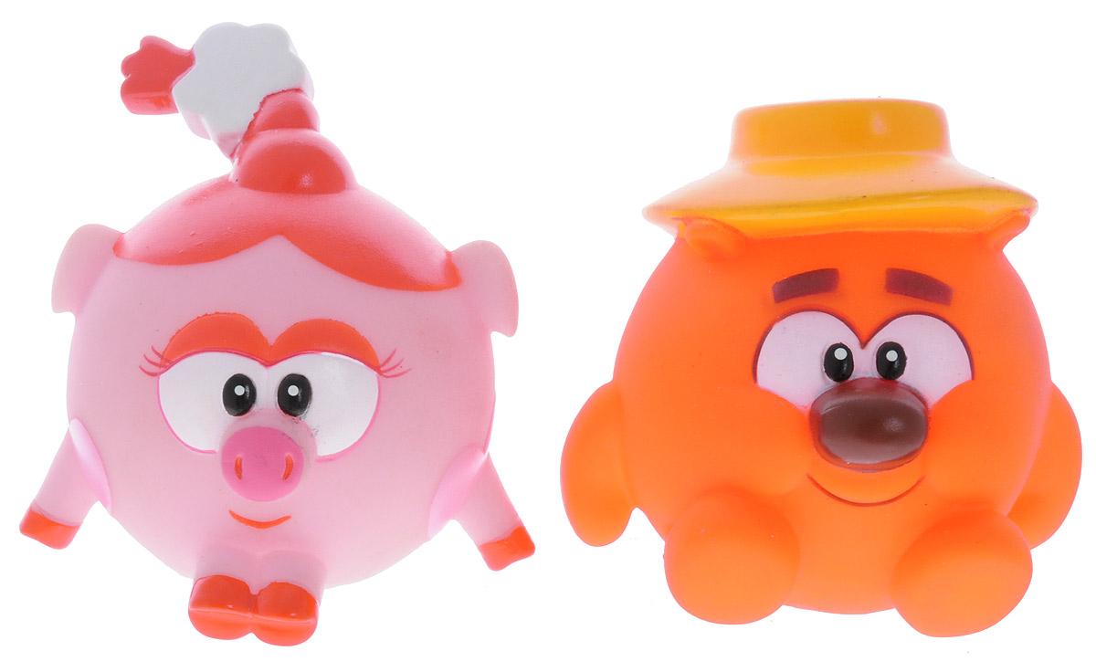 Смешарики Набор игрушек для ванной Нюша и КопатычGT7892_Нюша и КопатычНабор игрушек для ванной Смешарики превратит купание вашего малыша в интересную и веселую игру. В набор входят две яркие фигурки Смешариков: Нюша и Копатыч. С таким набором вы вместе с вашим ребенком сможете придумать бессчетное количество веселых игр и историй. При сжатии игрушки забавно пищат, могут набирать в себя воду. Игрушки способствуют развитию внимательности, мелкой моторики рук, воображения, зрительного восприятия.