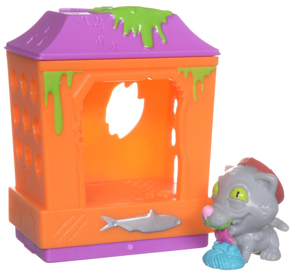 Ugglys Pet Shop Игровой набор Домик с фигуркой Cat Shack19411_cat shackИгровой набор из серии Хулиганские животные состоит из домика со звуковыми эффектами и уникальной фигурки питомца, которую нельзя найти в других упаковках и наборах серии. Домик выполнен в ярких цветах и притягивает взгляд. Если внутри него поместить мини-фигурку животного и надавить на пол - будут раздаваться звуки. В ассортименте представлено 6 домиков, которые можно состыковать один с другим и построить большой зоомагазин с эксклюзивными животными. Такая удивительная игрушка обязательно понравится вашей малышке! Порадуйте ее таким замечательным подарком! Для работы требуются 2 батарейки типа LR44 (комплектуется демонстрационными).