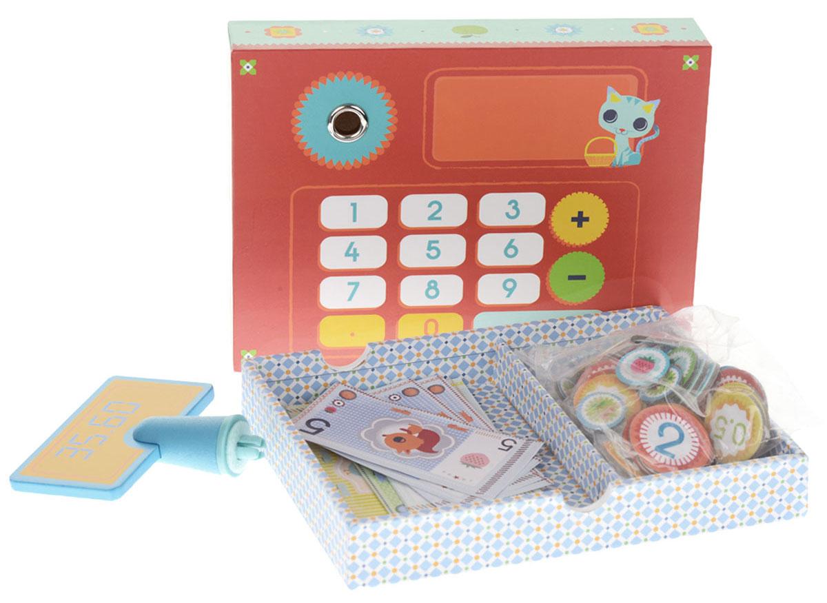 Djeco Игровой набор Касса06638Игровой набор Djeco Касса - замечательный набор для сюжетно-ролевой игры. Яркая касса с табло, монетами и банкнотами прекрасно дополнит любую игру в магазин. Касса представляет собой деревянную коробочку с выдвижным ящиком с двумя отсеками для хранения денег. Касса оснащена демонстрационным дисплеем с цифрами и рабочей поверхностью-калькулятором (имитация). В набор кроме кассы входят деньги разных размеров: картонные монеты и бумажные банкноты. На всех изображены цифры и яркие картинки. Набор поможет ребенку познакомиться с цифрами и миром товарно-денежных отношений.