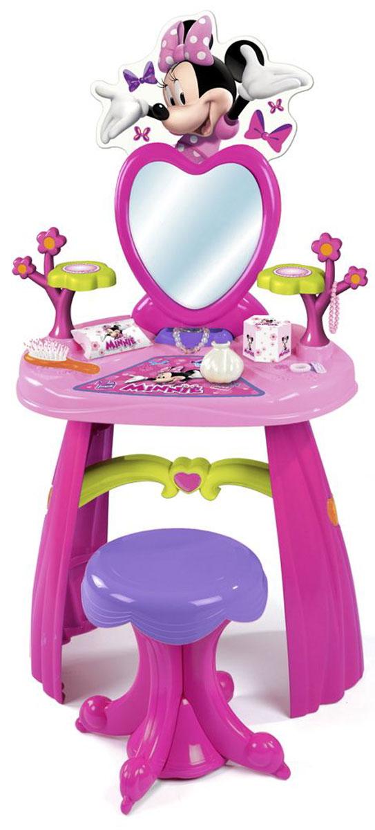 Smoby Игровой набор Minnie Туалетный столик, 12 предметов26987Игровой набор Minnie: Туалетный столик выполнен из пластика в сиреневом и розовом тонах и включает в себя туалетный столик с двумя фигурными подставками и зеркалом, а также табурет и различные аксессуары. Столик несомненно привлечет внимание вашей малышки и позволит ей почувствовать себя настоящей модницей. В набор входят все необходимые игрушечные элементы для маленькой красавицы: расческа, две заколки, две резинки, браслет, две коробочки и два флакончика и наклейки для декорирования столика. Аксессуары можно положить на подставки. Зеркало расположено в верхней части столика, благодаря чему малышке будет удобно любоваться на свое отражение и прихорашиваться. В верхней части стойки расположен большой элемент в виде мышки Минни, служащий прелестным украшений столика. Столик можно снять со стойки и использовать отдельно. Правильно и быстро собрать столик поможет подробная схематичная инструкция. Порадуйте вашу малышку таким замечательным набором! ...