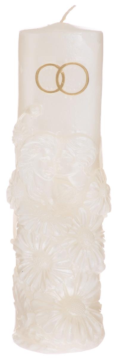 Свеча Принт Торг Очаг, цвет: молочный, высота 24 см69.024Свеча Принт Торг Очаг предназначена для свадебной церемонии. Изделие выполнено из парафина, декорировано рельефом в виде двух золотистых колец, влюбленной пары и цветов и покрыто блестками. Зажигание домашнего очага молодой семьи - один из наиболее популярных брачных обычаев. Родители жениха и невесты зажигают свечи и поджигают ими свечу молодоженов, это олицетворяет передачу домашнего тепла и благосостояния от родителей к детям. Время горения - 48 часов.