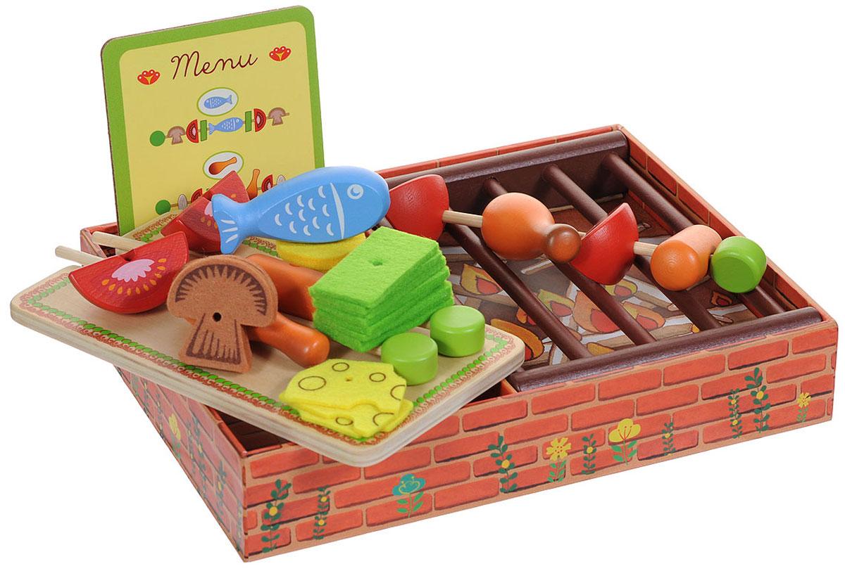 Djeco Игровой набор Барбекю06532Ваш малыш любит мясо, курочку и сосиски? Тогда пусть ребенок сам научится их готовить! В этом ему поможет игровой набор Djeco Барбекю. Набор включает решетку для барбекю, три шампура, меню с тремя примерами готовки, разделочную доску и деревянные элементы для нанизывания на шампуры: 2 соски, 2 куриные ножки, рыбку, 4 помидорки, текстильные элементы в виде овощей, сыра и грибов. Нижняя часть коробки стилизована под каменный мангал. Все элементы выполнены из качественных материалов и абсолютно безопасны для ребенка. С таким набором все игрушки вашего малыша будут накормлены.