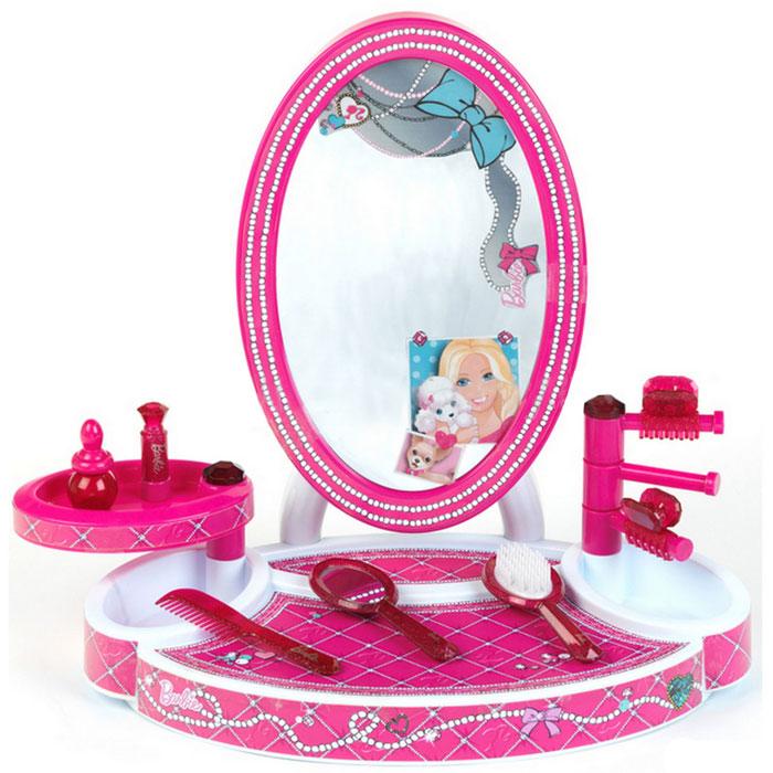 Klein Игровой набор Barbie Настольная студия красоты 8 предметов5378СИгровой набор Klein Barbie. Настольная студия красоты привлечет внимание вашей малышки и позволит ей почувствовать себя настоящей модницей. Настольная студия красоты оснащена большим безопасным зеркальцем и двумя поворотными полочками, закрывающими два отсека для хранения аксессуаров. В набор входят следующие игрушечные аксессуары для маленькой красавицы: расческа, щетка, безопасное зеркальце с ручкой, флакончик, 2 крабика для волос и игрушечная губная помада. Ваша малышка сможет любоваться на свое отражение в зеркале и прихорашиваться. Порадуйте ее таким замечательным набором!