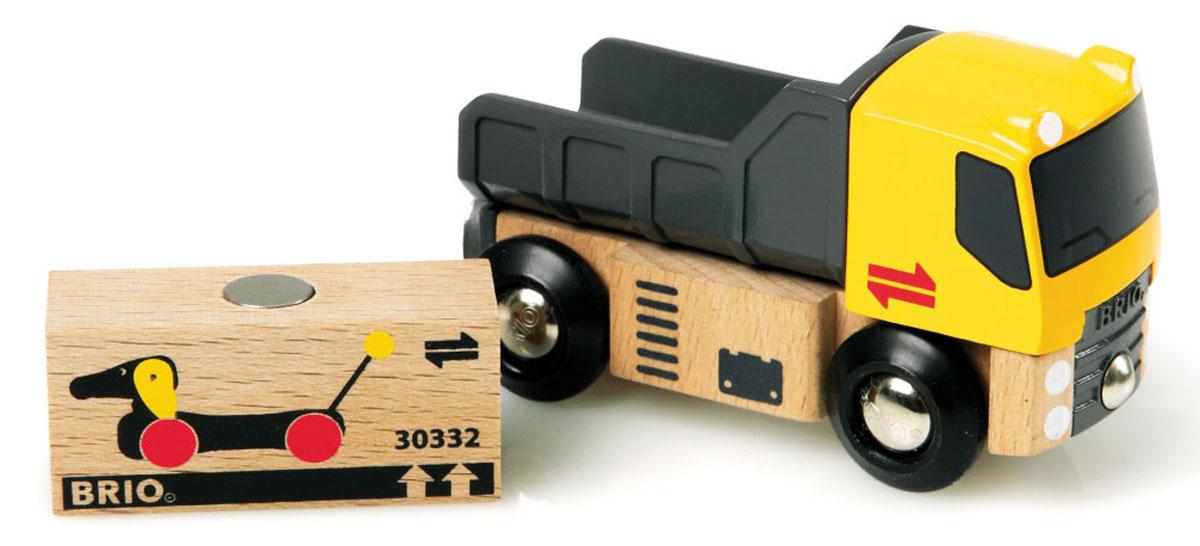 Brio Грузовик с грузом33527Вашему ребенку обязательно понравится Грузовик. Игрушка изготовлена из пластика, металла и дерева. Кузов у машинки поднимается и опускается. В кузове имеется деревянный груз с магнитной вставкой. Спереди и сзади грузовик дополнен магнитными вставки, с помощью которых может соединяться с другими машинками, или вагончиками Brio. Грузовик может использоваться как элемент железной дороги. С этой игрушкой ребенок может значительно разнообразить свои игры. Игры с машинками позволяют ребенку не только получать удовольствие от игры, но и развивать пространственное воображение, мелкую моторику и координацию движений.