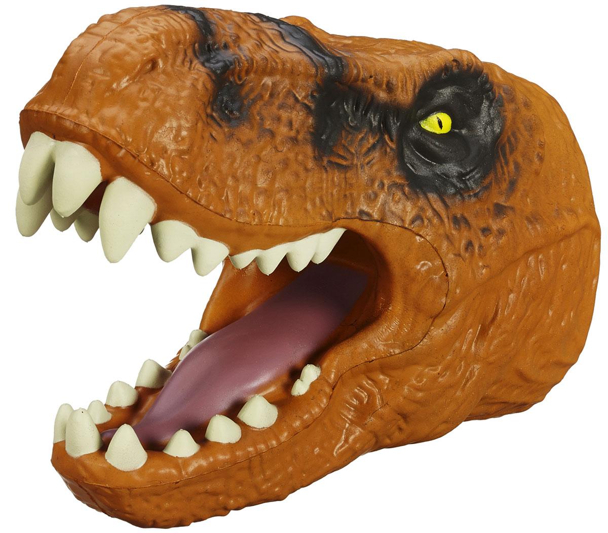 Jurassic World Игрушка на руку Tyrannosaurus RexB1509 B1511Игрушка на руку Jurassic World Tyrannosaurus Rex непременно привлечет внимание вашего ребенка. Голова тираннозавра Рекса - это уникальная игрушка, которая гарантированно станет одной из самых любимых не только для детей, но и для взрослых. Она надевается на руку, благодаря чему можно отлично развлечься, напугав своего друга свирепым оскалом Рекса. Изготавливается исключительно из качественных и гипоаллергенных материалов, не раздражающих кожу. Что может быть лучше в качестве подарка для ребенка или поклонника культового фильма Парк Юрского периода? Ваш ребенок часами будет играть с ней, придумывая различные истории. Порадуйте его таким замечательным подарком!